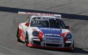 Kuba Girmaziak jadący Porsche 911 w wyścigu z serii Porsche Supercup