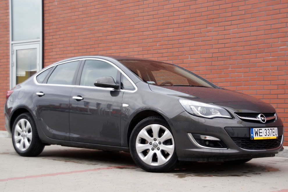 Opel Astra sedan 1.6 turbo test
