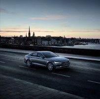 Location Front Quarter Volvo S90 Osmium Grey