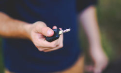 Umowa kupna samochodu — co trzeba wiedzieć?