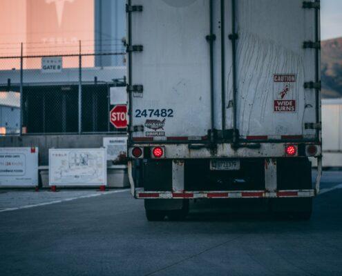Dlaczego warto wypożyczyć samochód dostawczy z chłodnią od Dolcar